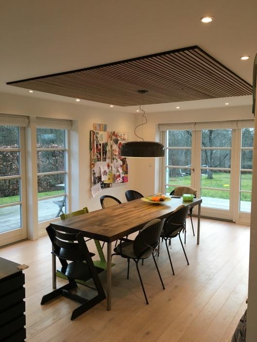 Sandahl Madsen WoodUpp Esbjerg akupanel på loft i køkken