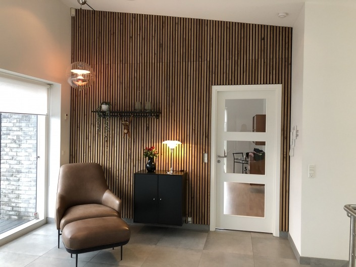 Sandahl & Madsen WoodUpp akupanel på væg ved hyggehjørne